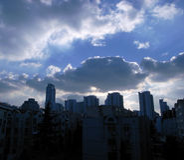 Облака и небо в городе Стоковая Фотография RF