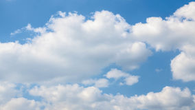 Облака и небо ясности голубое Стоковое Фото