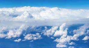 Облака кумулюса любят горы Стоковая Фотография