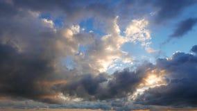 Облака кумулюса Timelapse после восхода солнца акции видеоматериалы