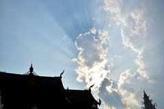 Облака на блеске неба стоковые фотографии rf