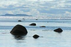 облака над камнем моря, живая природа севера, Стоковые Фото