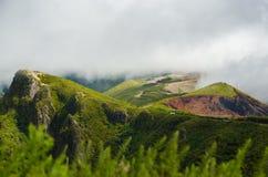 Облака над красивыми холмами Мадейрой Стоковое Фото