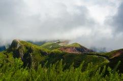 Облака над красивыми холмами Мадейрой Стоковое Изображение