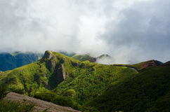 Облака над красивыми холмами Мадейрой Стоковое фото RF