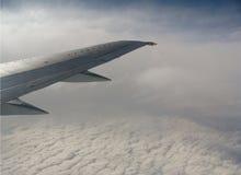 облака над крылом Стоковые Фотографии RF