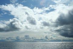 Облака над морем, живая природа северная Стоковые Фото