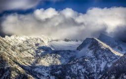 Облака над снегом Стоковые Изображения