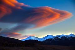 Облака над холмом Стоковая Фотография RF
