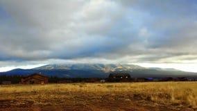 Облака над шаром снега Стоковое Фото
