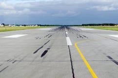Облака неба перемещения полета самолета взлета взлётно-посадочная дорожка Стоковое Изображение RF