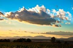 Облака поднимают страну Стоковое фото RF