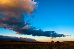 Облака поднимают страну Стоковые Фото