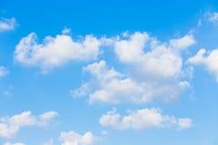 Облака с предпосылкой голубого неба Стоковое Изображение RF