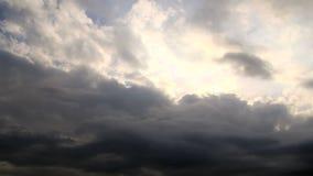 Облака шторма на заходе солнца видеоматериал
