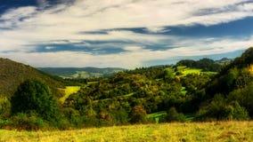 Облака Timelapse над горами Pieniny акции видеоматериалы