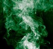 облако абстрактной предпосылки черное горящее произвело большой зеленый ладан как toxic дыма взглядов Стоковая Фотография