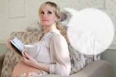 Облако беременной женщины мечт стоковые изображения