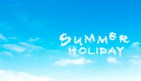 Облако летнего отпуска на голубом небе Стоковое Фото