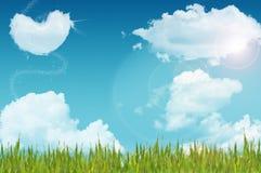 Облако и трава формы сердца Стоковые Фотографии RF