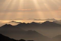 Облако моря вахты обезьяны, Mt Huangshan в Аньхое, Китае Стоковое фото RF