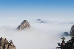Облако моря вахты обезьяны, Mt Huangshan в Аньхое, Китае Стоковая Фотография