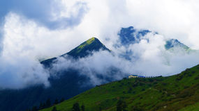 Облако над горой, Tungnath Стоковая Фотография RF