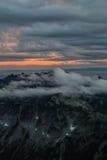 Облако покрыло горы стоковая фотография