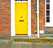 область Notting Hill в пригородном Лондона Англии старые и античный Стоковая Фотография RF