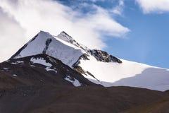 Облачное небо гор снега Стоковая Фотография RF