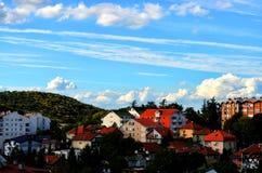 Облачное небо и здания Стоковая Фотография