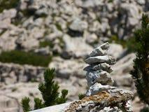 Облицовывает знак пирамиды из камней Стоковая Фотография