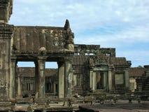 Облицуйте высекаенный вход к виску на Angkor Камбодже Стоковая Фотография RF