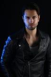 Обложка книги для романа вампира - красивый человек нося кожаную куртку Стоковое Фото