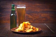 Обломоки и пиво Стоковые Фотографии RF