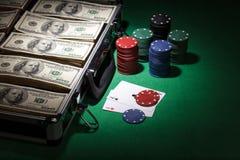 Обломоки покера и счеты доллара Стоковые Изображения RF