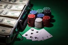 Обломоки покера и счеты доллара Стоковые Изображения
