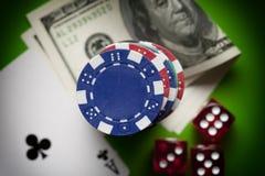 Обломоки покера, dices и играя карточки Стоковые Фото