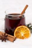 Обдумыванное вино в питье спирта зимы с снегом Стоковое фото RF
