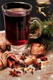 Обдумыванные вино, специи и грецкие орехи Стоковое Изображение RF