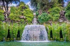 Овальный фонтан в ` Este виллы d, Tivoli, провинции Рима, Лациа, центральной Италии Стоковое Фото