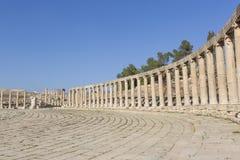 Овальный форум площади в руинах старого города Jerash в Jorda Стоковое Изображение RF