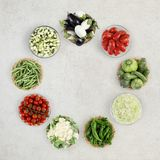 Овощи взгляд сверху еды на мраморном worktop кухни, сети Стоковые Фотографии RF