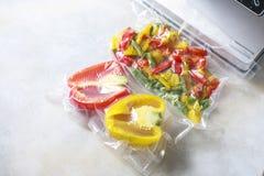 Овощи в загерметизированных сумках упаковки вакуума варить Su-видео Стоковые Фото