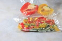 Овощи в загерметизированных сумках упаковки вакуума варить Su-видео Стоковые Фотографии RF