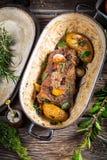Овощи зажаренные в духовке с олениной и розмариновым маслом Стоковое Фото