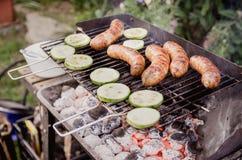 Овощи и сосиски на гриле Стоковое Изображение