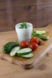 Овощи и соус югурта с травами Стоковое фото RF