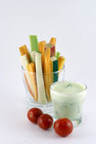 Овощи и соус югурта с травами Стоковое Изображение