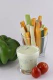 Овощи и соус югурта с травами Стоковые Фотографии RF